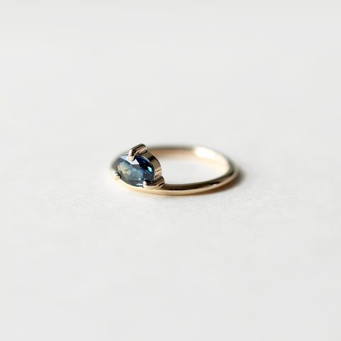 ONE OF A KIND OVAL BICOLOR SAPPHIRE BOLD RING