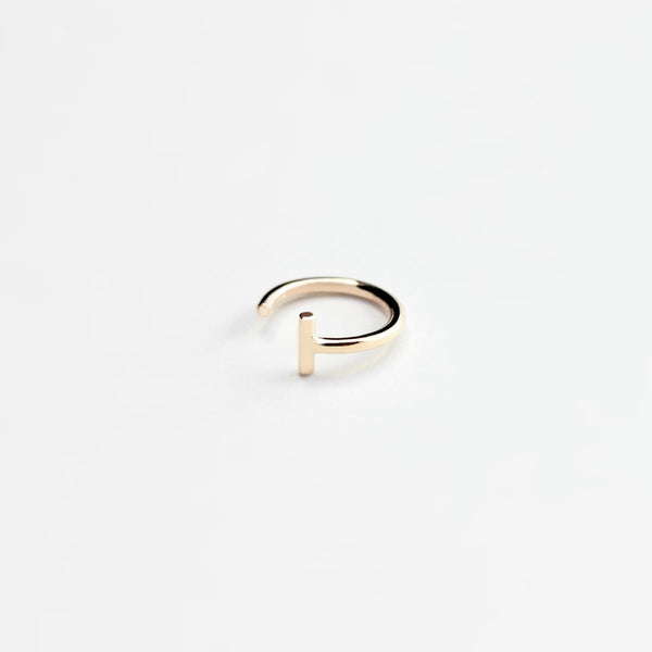 ESSENTIAL DASH GOLD HOOP EARRING