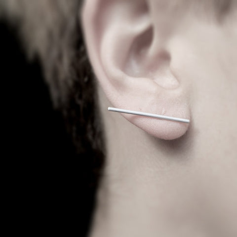 THIN LINE EARRING