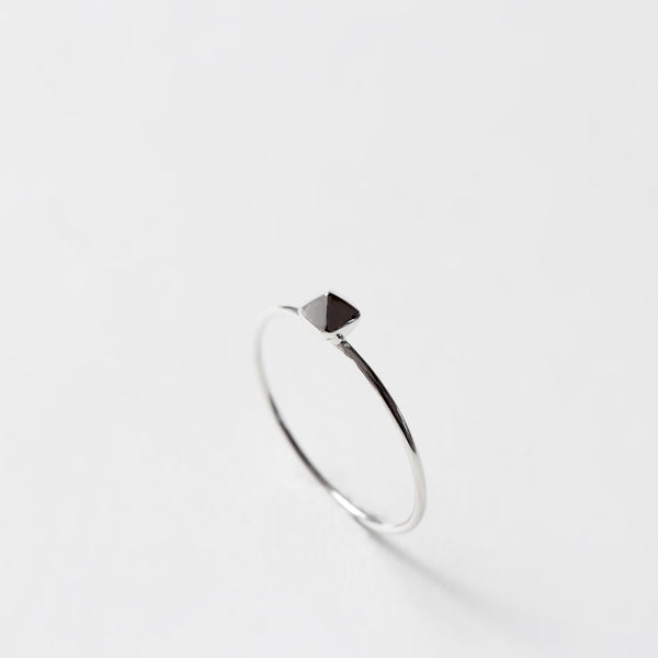 TINY SILVER PYRAMID RING