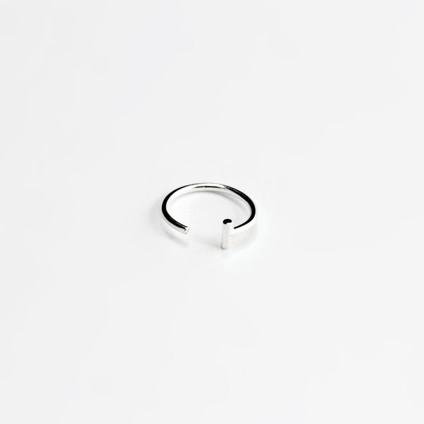 ESSENTIAL DASH SILVER HOOP EARRING