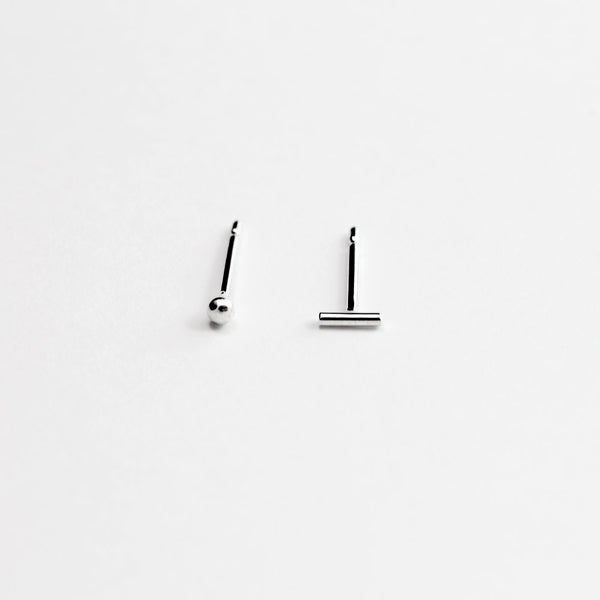 ESSENTIAL DOT SILVER STUD EARRING