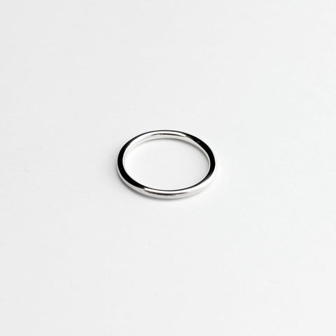 ESSENTIAL ROUND SILVER BAND RING