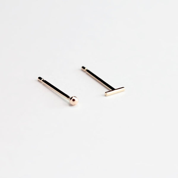ESSENTIAL DASH GOLD STUD EARRING