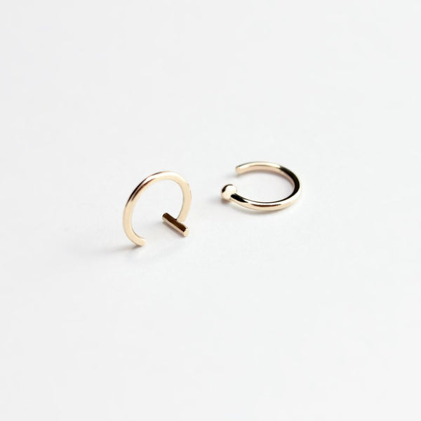 ESSENTIAL DOT GOLD HOOP EARRING