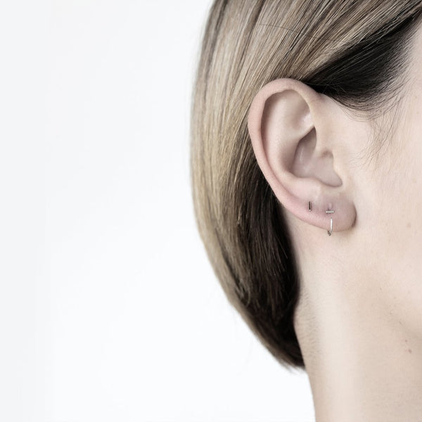 ESSENTIAL DASH SILVER STUD EARRING