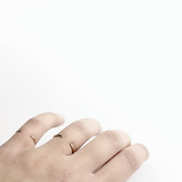 ESSENTIAL ROUND OPEN BAND GOLD RING