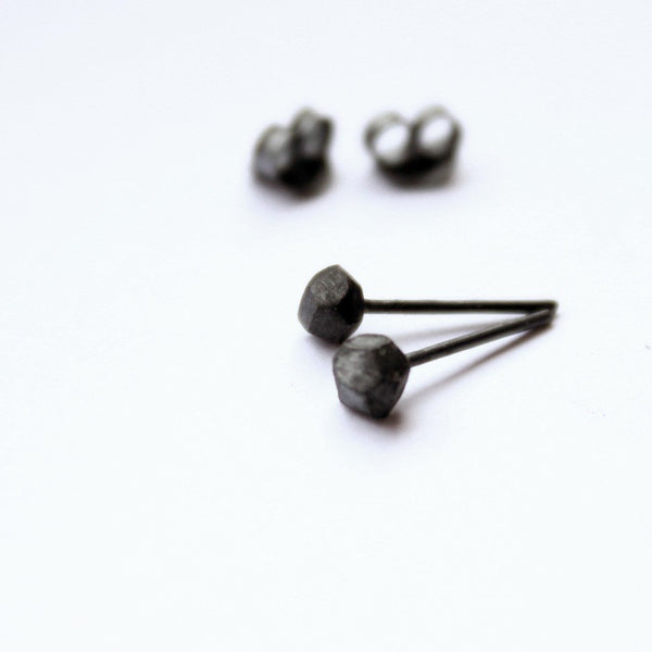 BLACK ROCKS EARRINGS