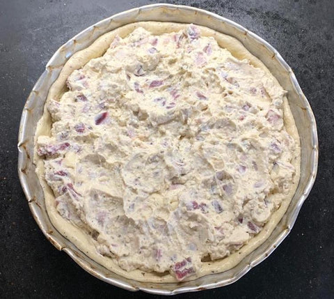 A pizza pie without the top