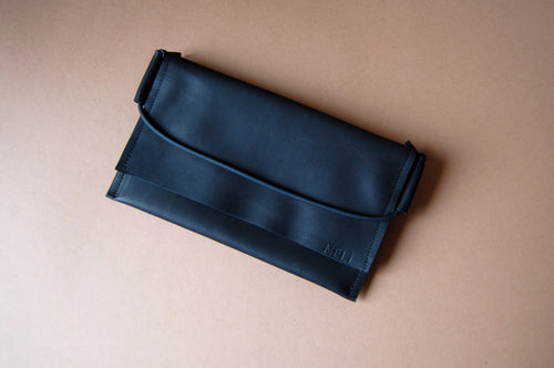 Black pouch purse minimal leather handmade by Melì