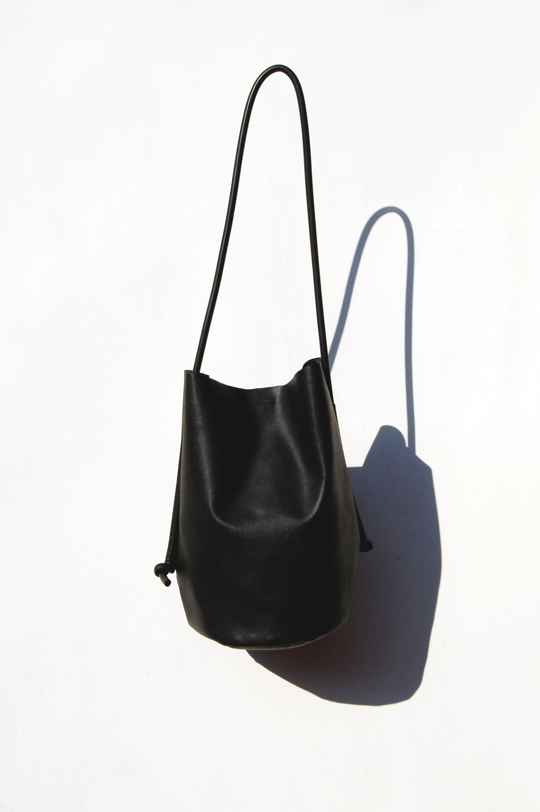 Black bucket bag minimal faux leather handmade by Melì