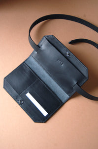 Minimal leather wallet black handcrafted Melì Berlin