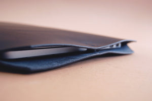 Minimalist leather laptop case made in Berlin