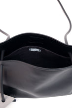 Minimal crossbody bag in black faux leather by Melì