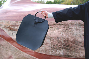Minimal leather tote bag handcrafted Melì monolith Berlin