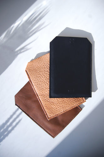 Minimal leather kindle tablet case handcrafted in Berlin by Melì