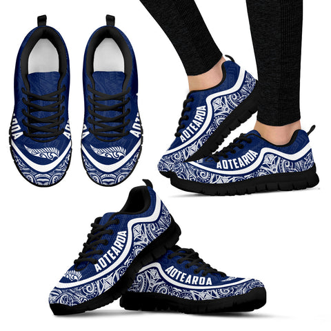 Aotearoa Wave Sneakers - White Navy Color Maori Pattern TH0