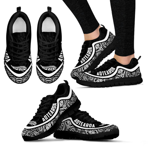 Aotearoa Wave Sneakers - Black White Color Maori Pattern TH0