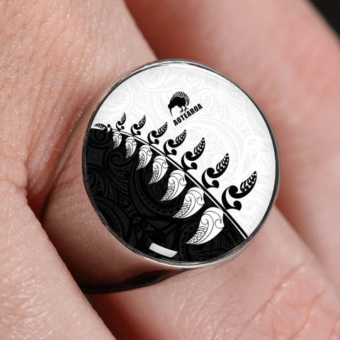 Aotearoa Silver Fern Koru Style Ring Black White K4 - 1st New Zealand