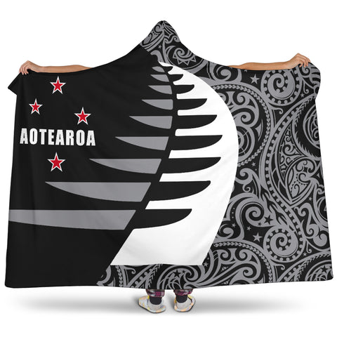 Image of Aotearoa Silver Fern Hooded Blanket Sailing Style 2