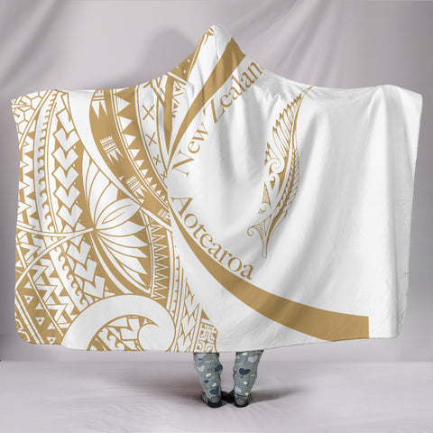 Image of New Zealand Silver Fern Hooded Blanket Maori Tattoo Circle Style - White J95