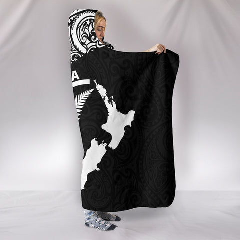 Aotearoa Maori with Map and Silver Fern Hooded Blanket TH05 - 1st New Zealand