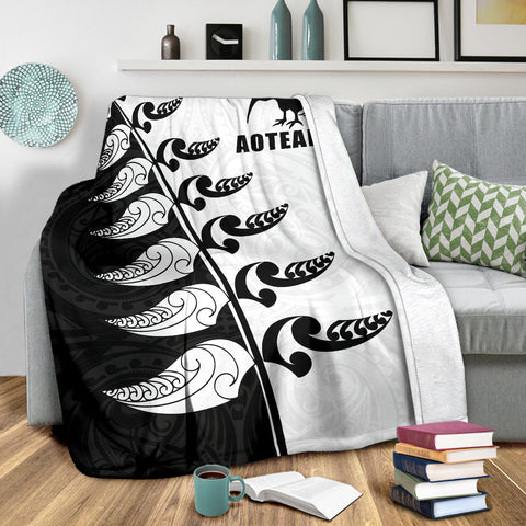 Image of Aotearoa Silver Fern Koru Style Premium Blanket Black White K4 - 1st New Zealand