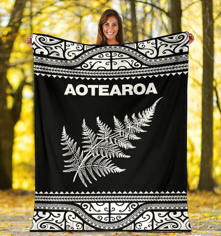Image of Aotearoa New Zealand Maori Premium Blanket Silver Fern - White K4x - 1st New Zealand