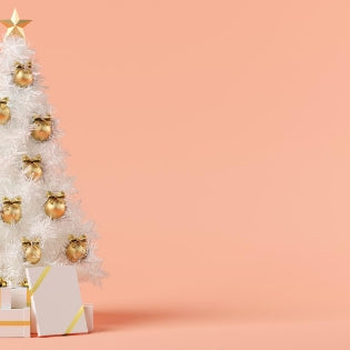 Show Stopping Décor Ideas For A White Christmas Tree