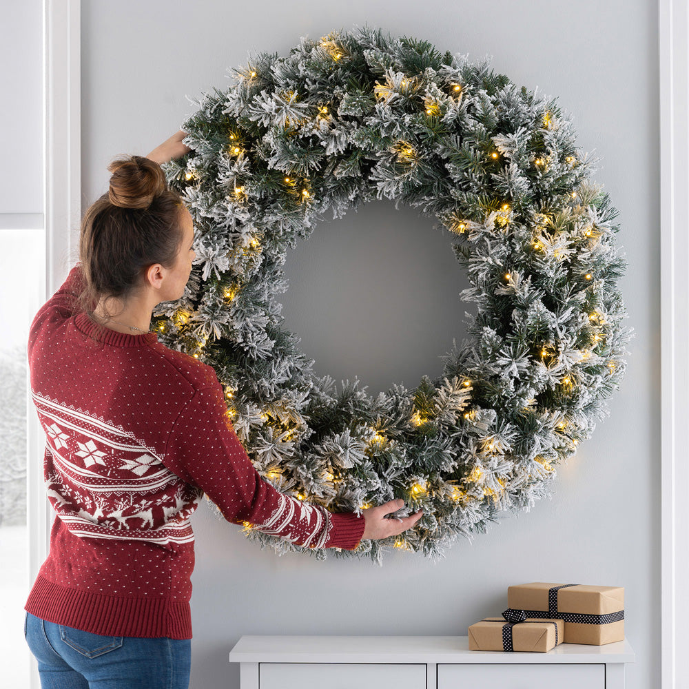 Pre-Lit Snow-Flocked Majestic Wreath with 100 Warm White LED Lights, 1m
