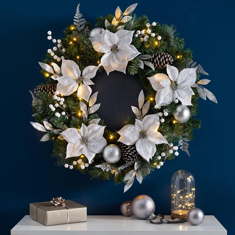 Luxury Pre-Lit Decorated Wreath with 50 Chasing LED Lights