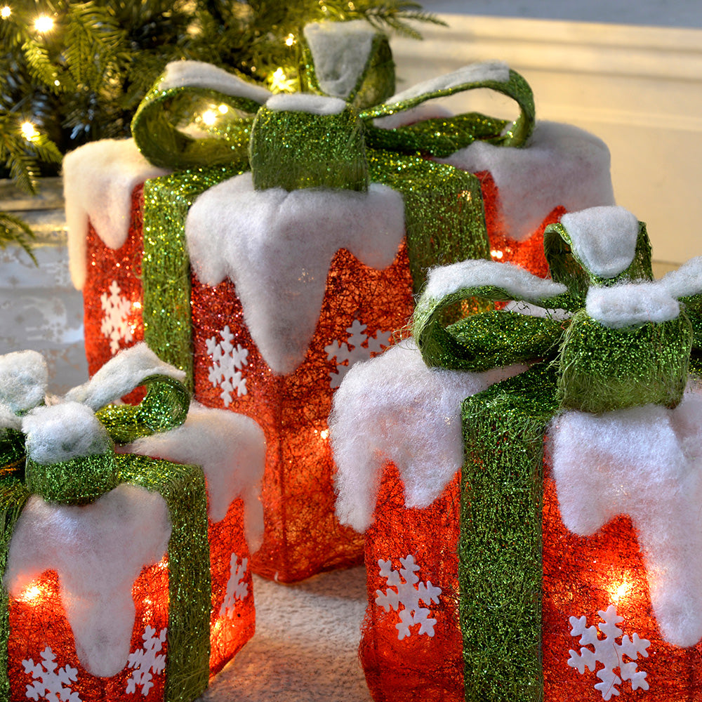 Pre-Lit LED Christmas Presents with Green Ribbon and Snow, 15 cm/20 cm/26 cm - Set of 3