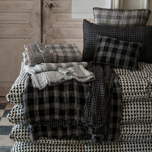Inverness cushion in black