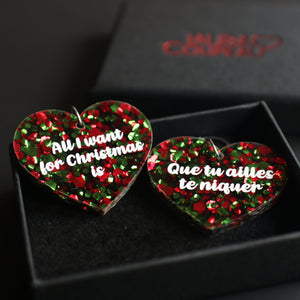 "Boucles d'oreilles ""All I want for Christmas is"" / ""Que tu ailles te niquer"" en acrylique à confettis verts et rouges"