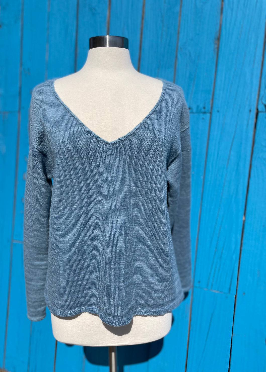 The Hemp/Wool Blend V-neck - Blue