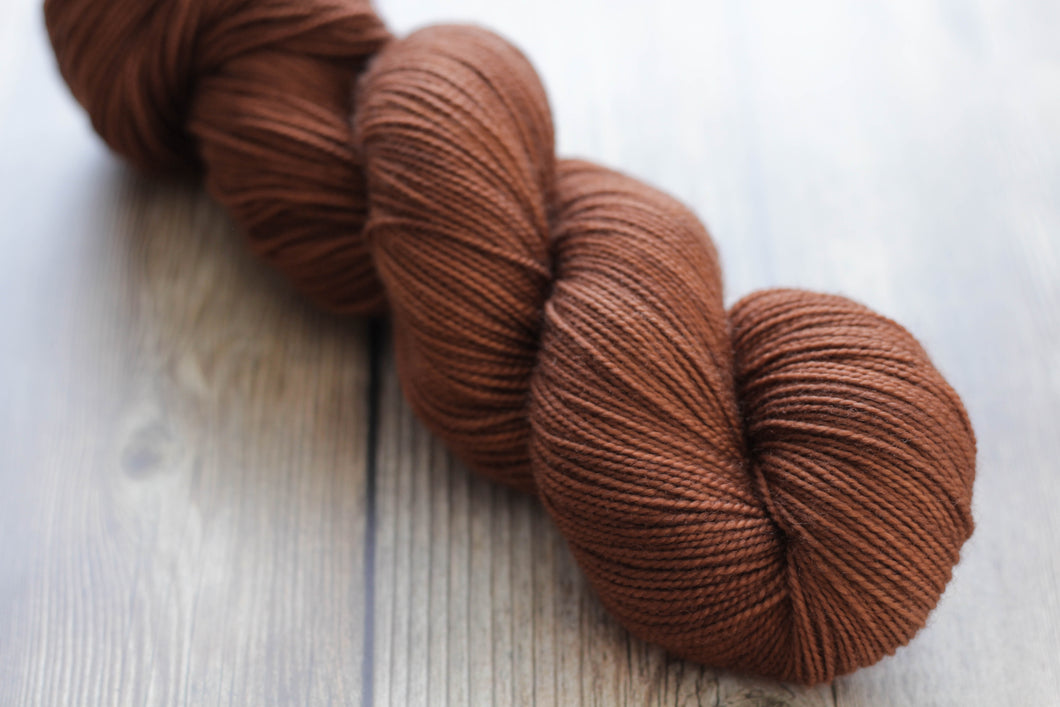NUTMEG | sleek sock | tonal yarn