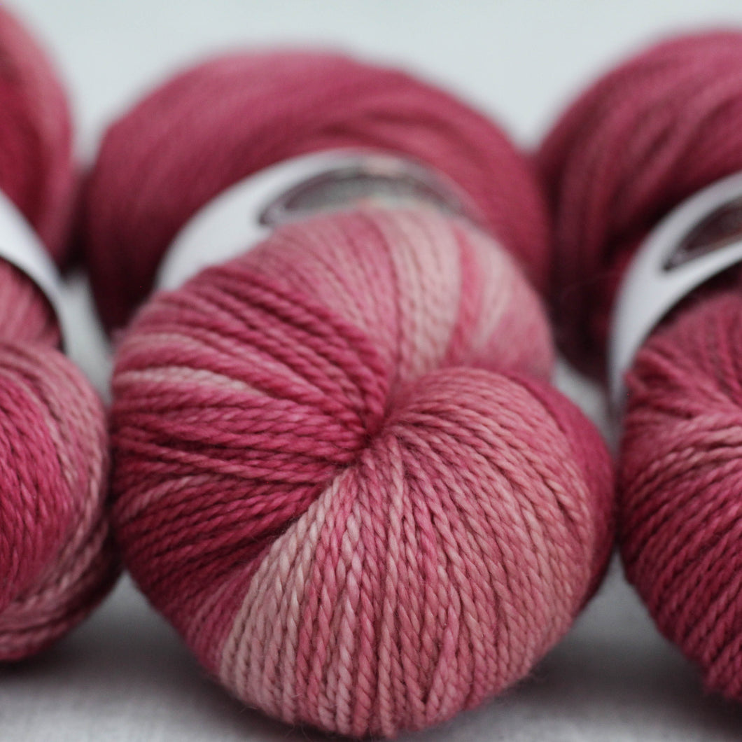 ROUGE | decadent fingering | speckled yarn