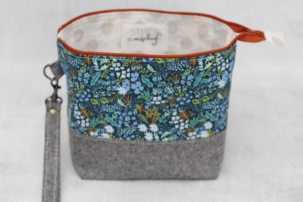 TWIGGY PETITE No. 2 | ready to ship -  medium-sized project bag, fabric yarn bowl, knitting bag, or makeup bag