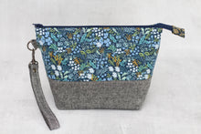 Load image into Gallery viewer, TWIGGY PETITE No. 6 | ready to ship -  medium-sized project bag, fabric yarn bowl, knitting bag, or makeup bag