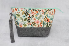 Load image into Gallery viewer, TWIGGY PETITE No. 7 | ready to ship -  medium-sized project bag, fabric yarn bowl, knitting bag, or makeup bag