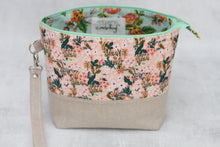 Load image into Gallery viewer, TWIGGY PETITE No. 10 | ready to ship -  medium-sized project bag, fabric yarn bowl, knitting bag, or makeup bag