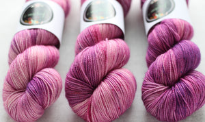 FADING ORCHID | sleek sock | speckled yarn