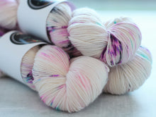 Load image into Gallery viewer, HUCKLEBERRY MEMORY | sleek sock | speckled yarn