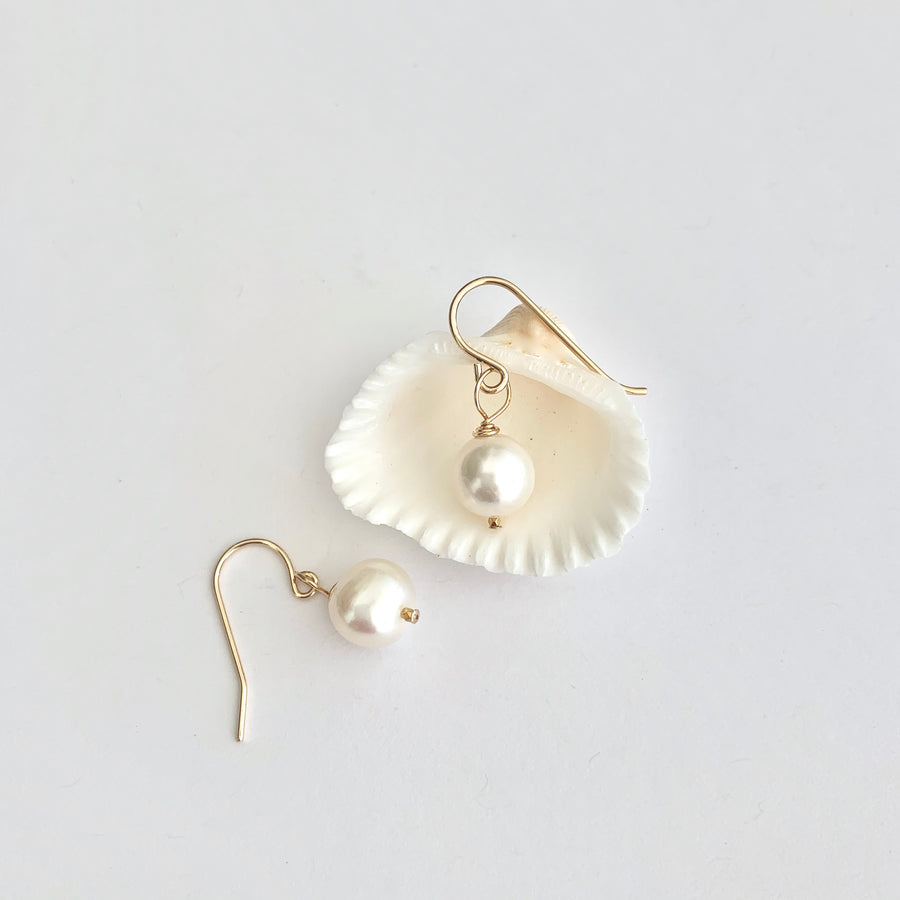 Valeria white pearl drop earring