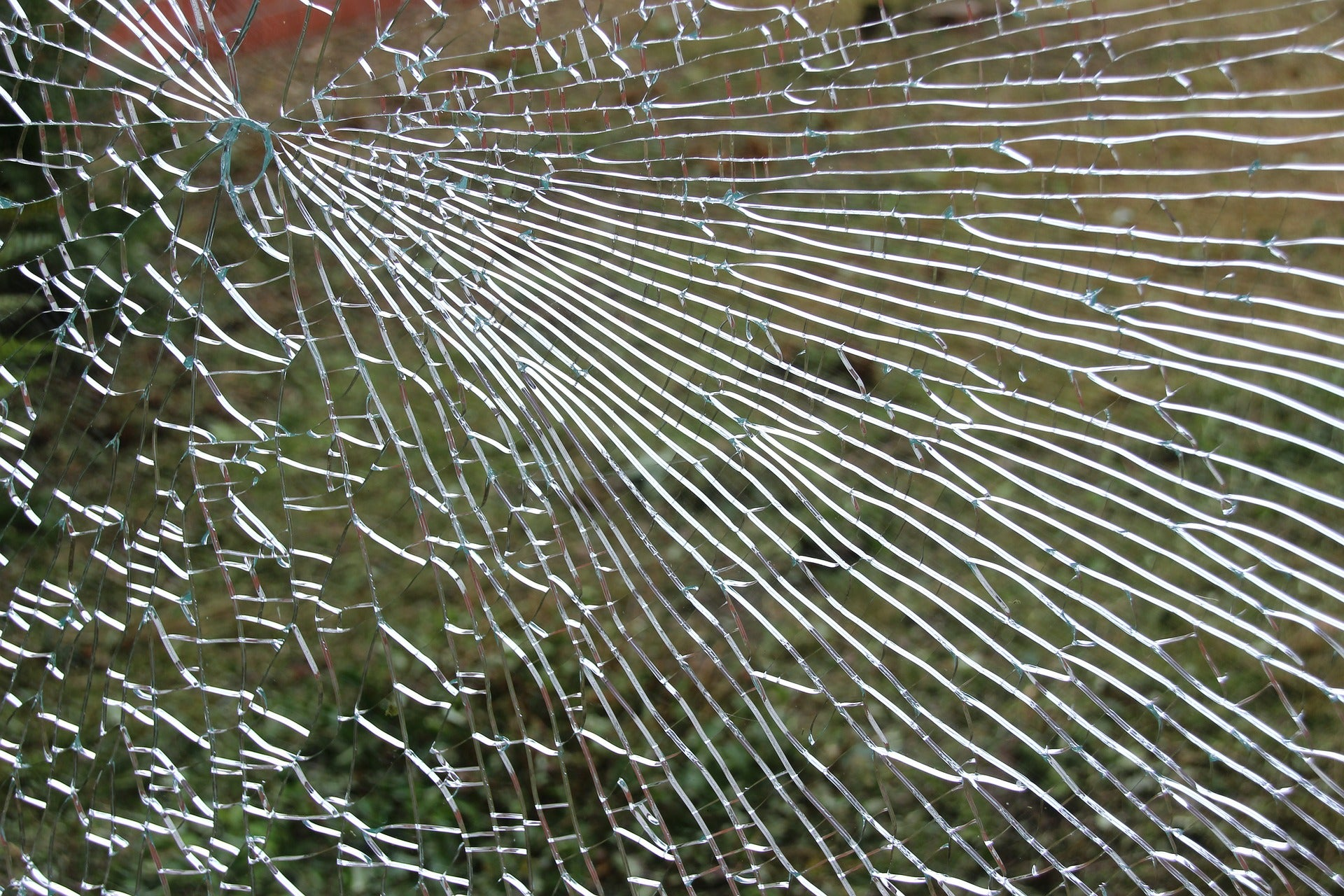 Types of Glass Breakage and How to Identify Them