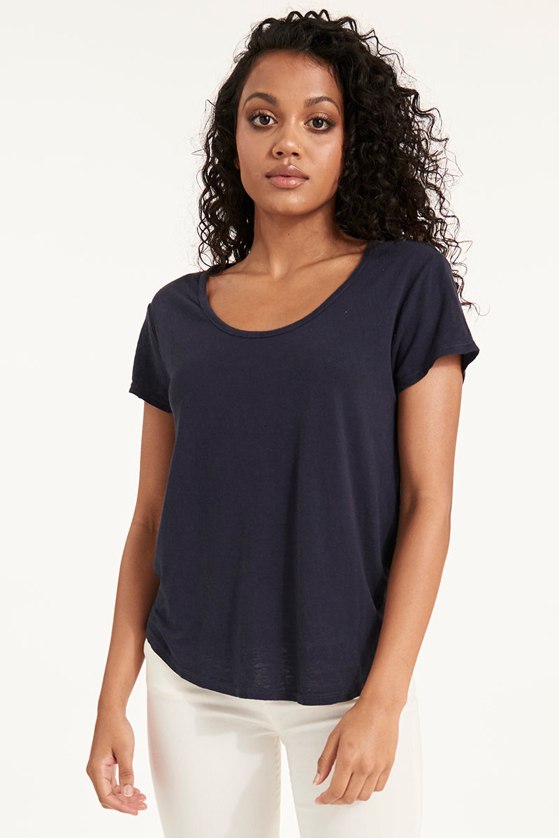 LINEN SCOOP NECK TEE