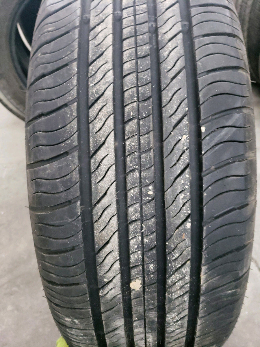 1 x P235/60R17 102T GT Radial Champiro Touring A/S