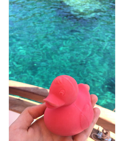 Oli & Carol Natural Rubber Bath Toy Elvis the Duck Pink