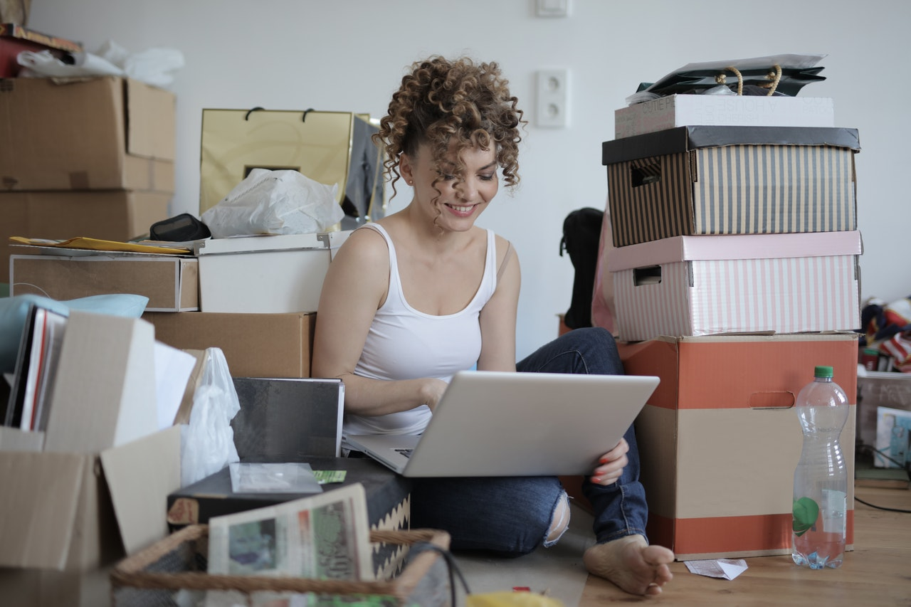 Signs You Need to De-clutter Your Life  | Sabrena Sharonne | Lifestyle Maintenance