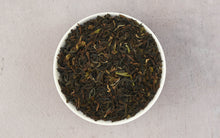 Laden Sie das Bild in den Galerie-Viewer, High Mountain Oolong Teeblätter aus dem Himalaya (150 Tassen) | 340gm